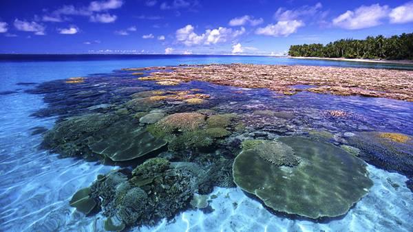 04.美しい海と空とサンゴ礁を撮影した写真壁紙画像