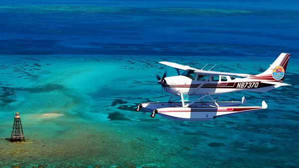11.飛行機とサンゴ礁の広がる海岸を撮影した写真壁紙画像