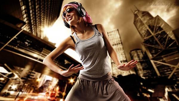 01.ヘッドフォンをとサングラスして楽しそうに踊る女性の写真壁紙画像