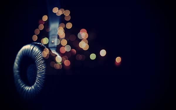 07.ヘッドホンとキラキラした玉ボケを撮影した綺麗な写真壁紙画像