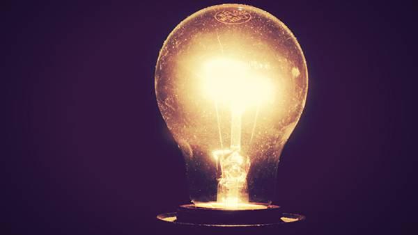 08.眩しく光る電球を撮影した綺麗な写真壁紙画像