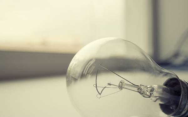 11.電球を浅い被写界深度で撮影した綺麗な写真壁紙画像