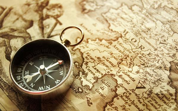 02.アンティークな地図と方位磁石の写真壁紙画像