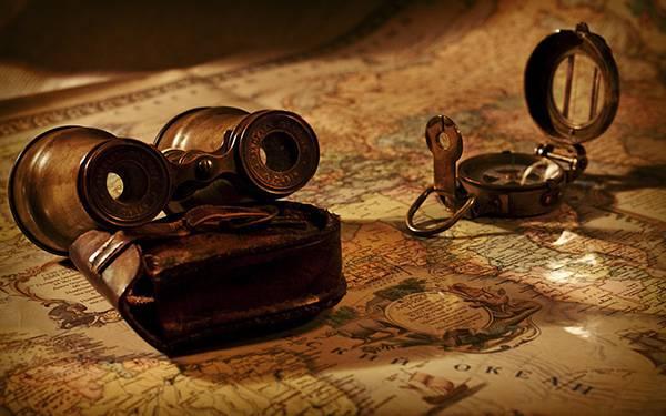 03.世界地図やコンパスと双眼鏡のアンティークな写真壁紙画像