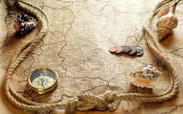 06.地図やコンパスとコインを並べて撮影したカッコイイ写真壁紙画像