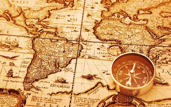 09.アンティークな地図と方位磁石をセピア色で撮影した写真壁紙画像
