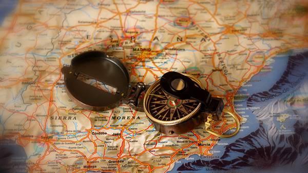 11.方位磁石と地図を浅い被写界深度で撮影した写真壁紙画像