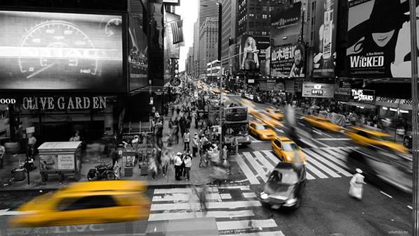 06.黄色い車だけをカラーで撮影した街のカッコイイ写真壁紙画像