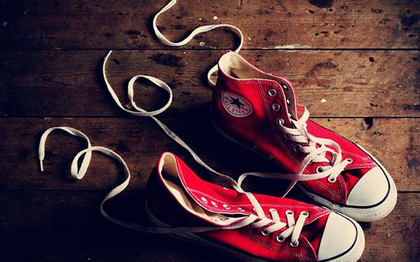 08.スニーカーの靴紐で作った「365」の文字のおしゃれな写真壁紙画像