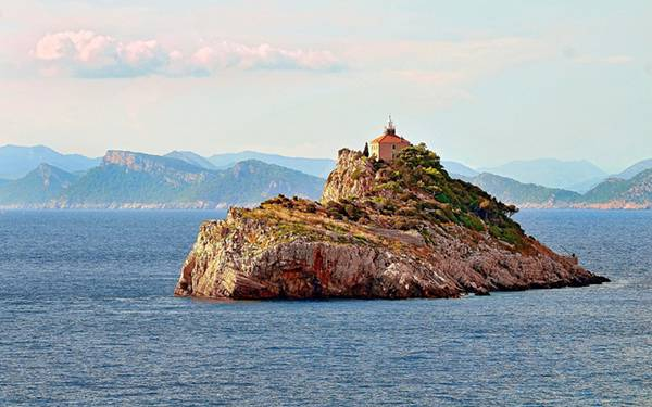 05.小さな無人島の家を撮影した綺麗な写真壁紙画像