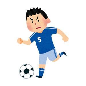 ドリブルをするサッカー選手のイラスト