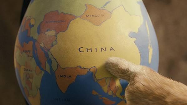 10.地球儀の中の「China」を挿した指を撮影した写真壁紙画像