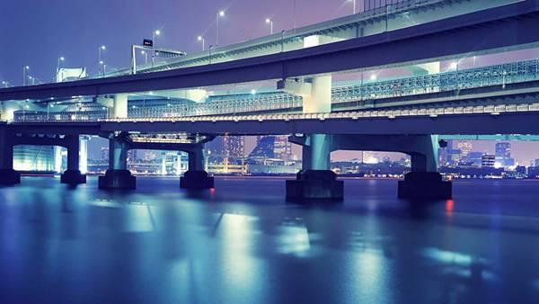 05.紫色に統一された画面が美しい東京の写真壁紙画像