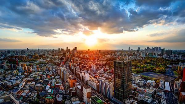 07.ビル街の向こうに沈む夕日を撮影した美しい写真壁紙画像