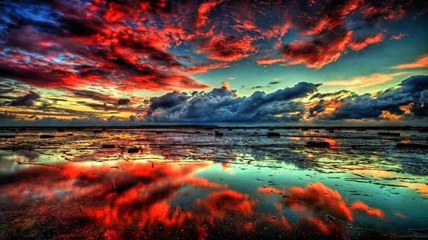 09.水面に映り込む夕焼けの空を撮影した美しいHDR写真壁紙画像
