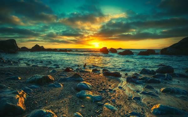 10.海の向こうに沈む夕日を撮影した綺麗なHDR写真壁紙画像