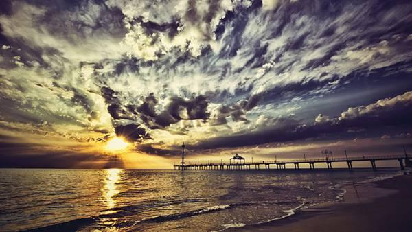 11.夕日と桟橋の風景を迫力の構図で撮影したHDR写真壁紙画像