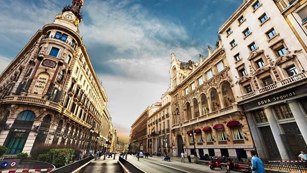 12.バルセロナの街並みを広角レンズで撮影したオシャレな写真壁紙画像