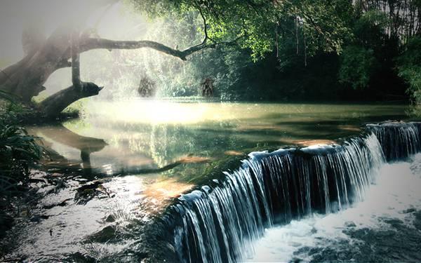 04.光の差し込む川を撮影した綺麗な写真壁紙画像