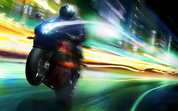 01.バイクのヘッドライトや流れる街のモーションブラーの写真壁紙画像