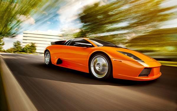 02.高速で走るスポーツカーとモーションブラーがカッコイイ写真壁紙画像