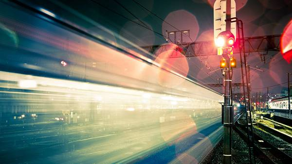 04.通過する電車を長時間露光で撮影したカッコイイ写真壁紙画像