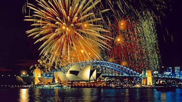 03.シドニー港の打ち上げ花火を撮影した綺麗な写真壁紙画像