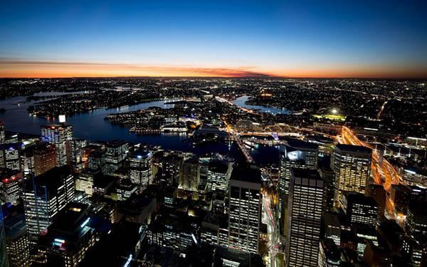 06.夕日の沈むシドニーの夜景を空撮した美しい写真壁紙画像