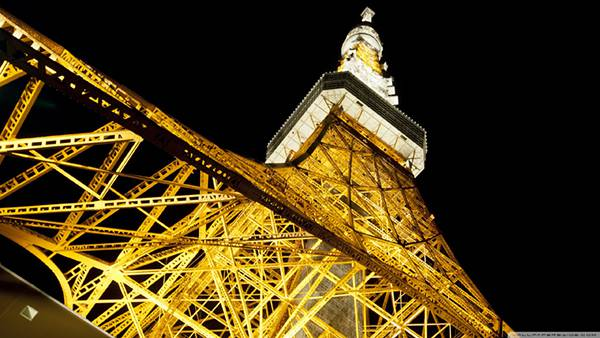 09.東京タワーを見上げて撮影した迫力の写真壁紙画像