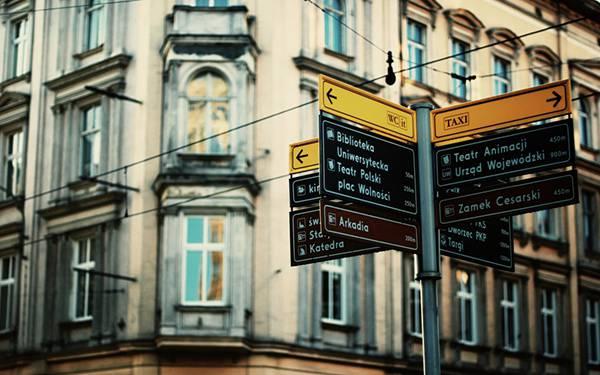 03.都会の道路標識を撮影した綺麗な写真壁紙画像