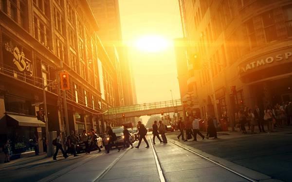 04.人通りの多い都会の道路を撮影した綺麗な写真壁紙画像