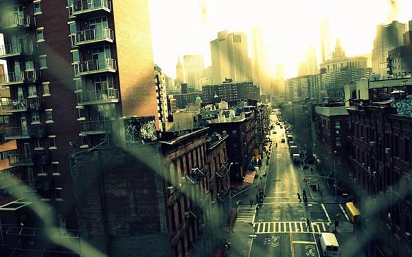 09.金網越しに都会の風景を撮影したカッコイイ写真壁紙画像
