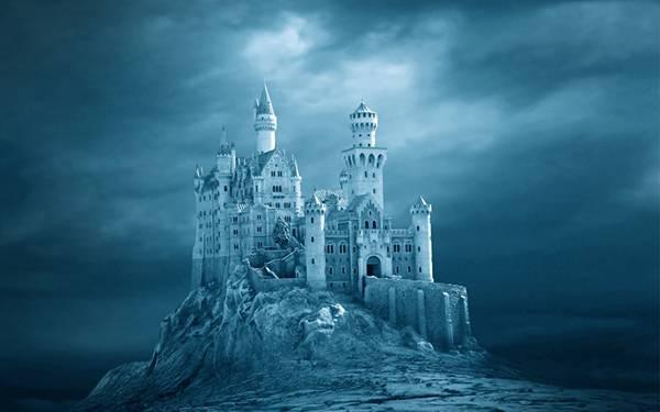 03.雲の中の西洋の古城を青い色調で撮影した写真壁紙画像