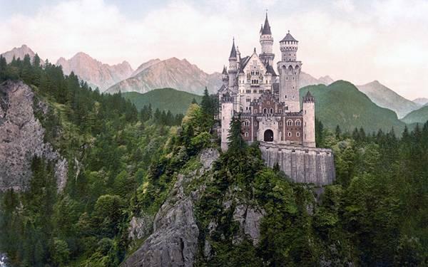 11.崖の上の古城を撮影した美しい写真壁紙画像