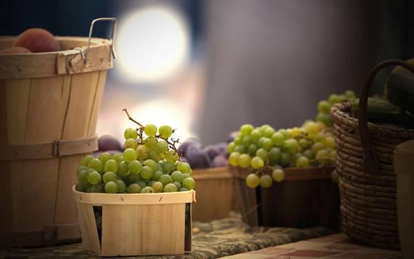 10.タルやカゴに入ったブドウを撮影した綺麗な写真壁紙画像