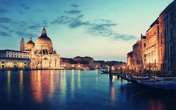 01.ライトアップされたサン・ピエトロ大聖堂の美しい写真壁紙画像