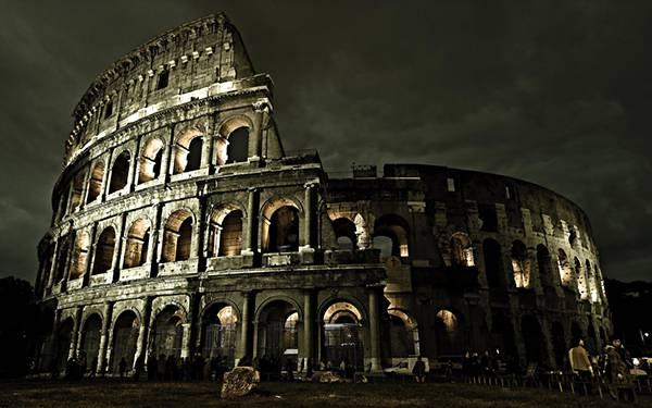 03.イタリアのコロッセオを撮影した迫力の写真壁紙画像