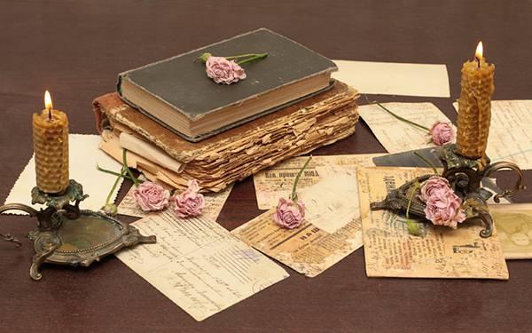 08.バラの花や手紙と蝋燭を撮影したアンティークな写真壁紙画像