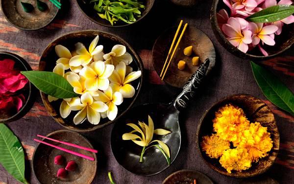 12.お皿やボールに並べた様々な花の綺麗な写真壁紙画像