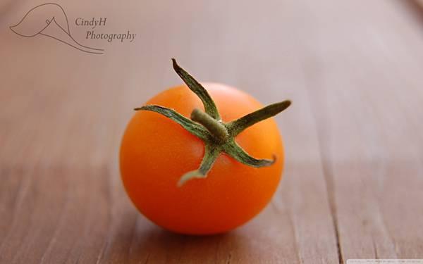 07.机の上のプチトマトを綺麗なボケで撮影した写真壁紙画像