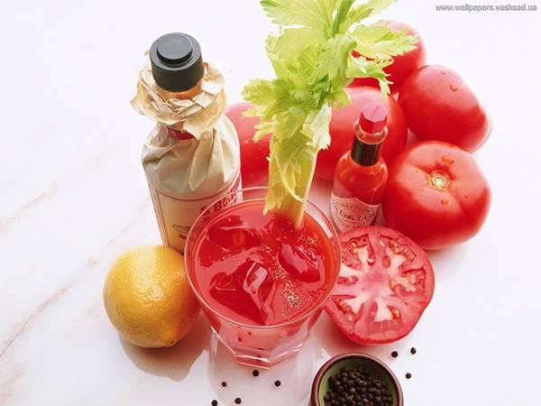 09.タバスコやレモンとトマトジュースを撮影した綺麗な写真壁紙