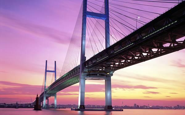 02.夕日の沈んだ横浜のベイブリッジを撮影した鮮やかな写真壁紙画像