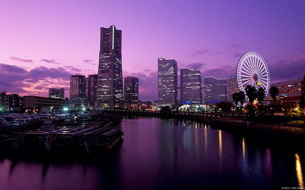 03.大観覧車や高層ビルの立ち並ぶ横浜の夜景を撮影した写真壁紙画像