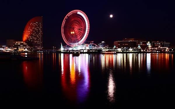 11.赤いライトが鮮やかな横浜の夜景を撮影した美しい写真壁紙画像