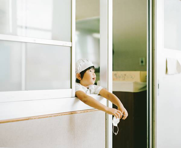 子供を見守る親の目線でファインダーを覗いた写真作品 - 11