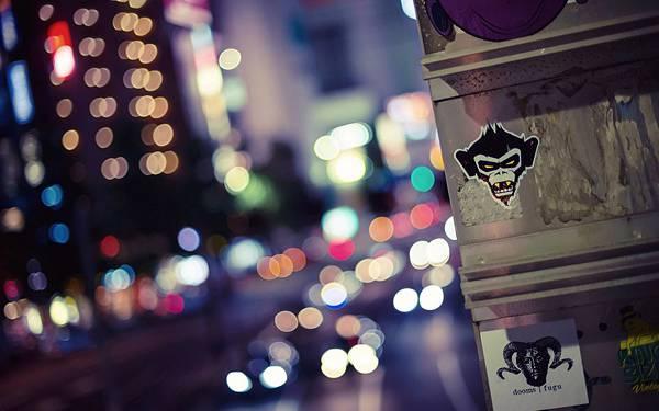 08.夜の道路を玉ボケで表現した綺麗な写真壁紙画像