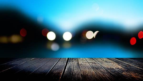 10.桟橋の向こうの風景を玉ボケで表現した綺麗な写真壁紙画像
