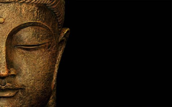 07.仏像の表情を黒バックにアップで撮影した迫力の写真壁紙画像