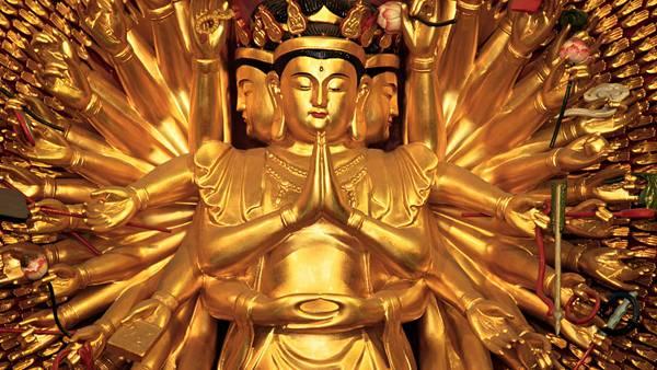 10.黄金の千手観音立像を撮影した美しい写真壁紙画像