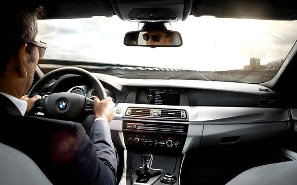 01.ドライブ中の車内を撮影したカッコイイ写真壁紙画像